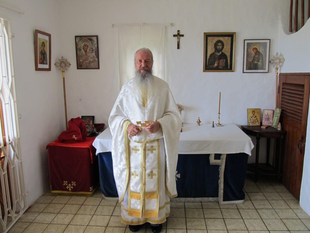 Liturgija se služi na engleskom, sa delovima na grčkom, dok hor odgovara na crkveno-slovenskom jeziku.