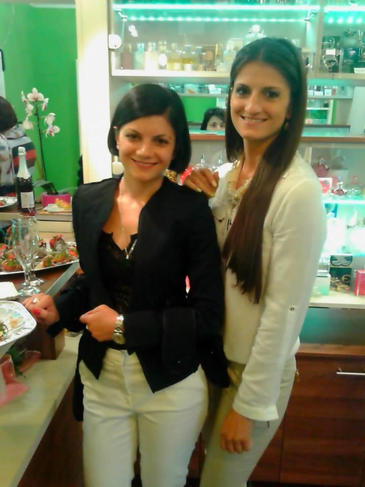 Biljana sa sestrom Jelenom koja živi u Novom Sadu, a u muzeju je kad god dođe u Bezdan.