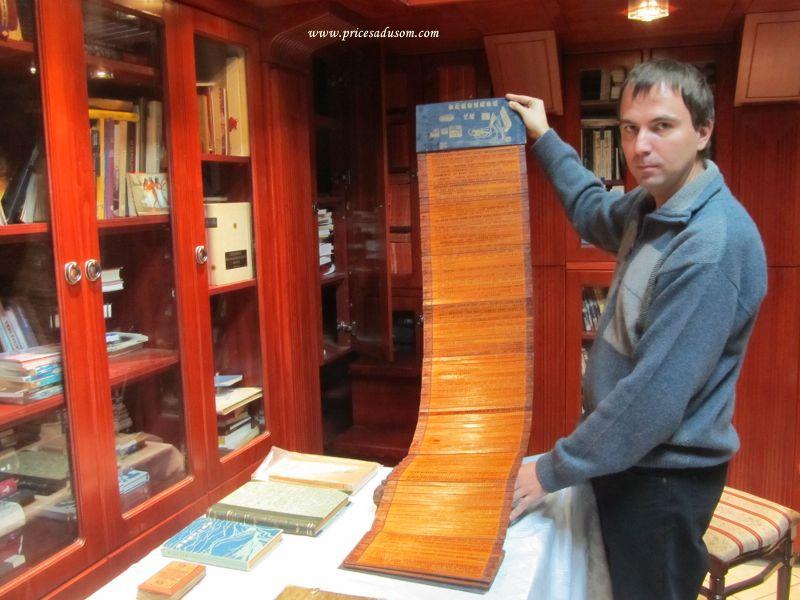 Knjiga iz Kine u obliku stapica od bambusa koja se razvlaci i cita u cik- cak polozaju, poput meadriranja reke_800x600