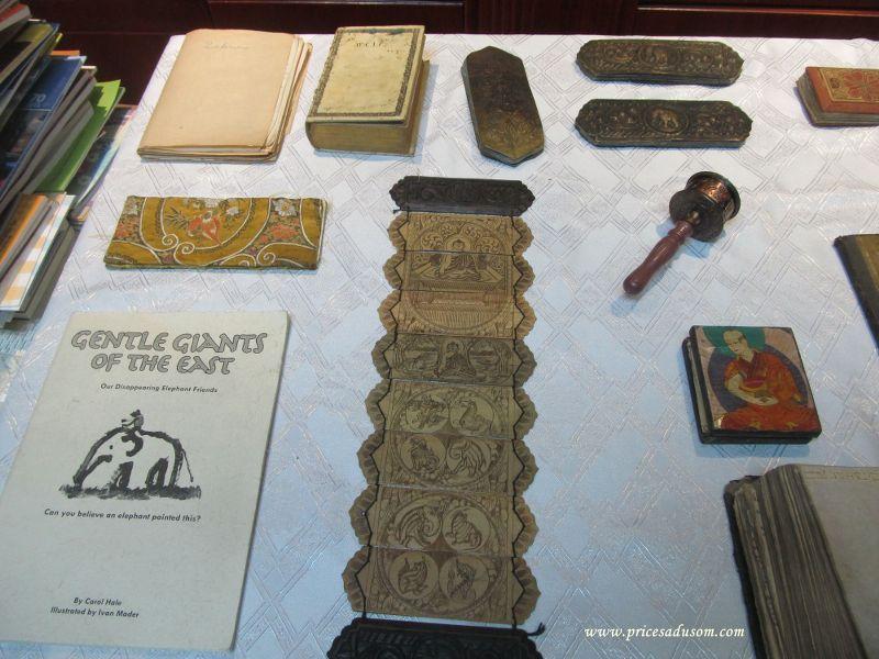 Knjiga od slonovog izmeta i knjiga sa Sri Lanke koja moze da bude i lepeza_800x600