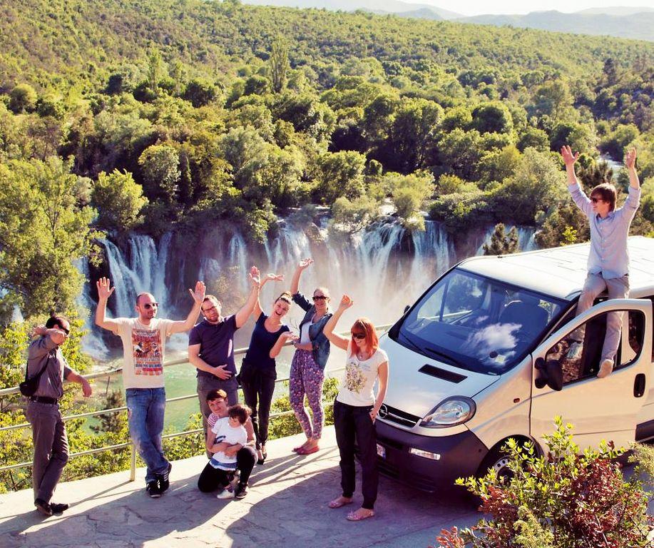 Miran i turisti na Kravicama_917x768