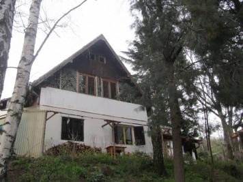 Kuća u kojoj žive Marko, Ana, Alisa i Vid