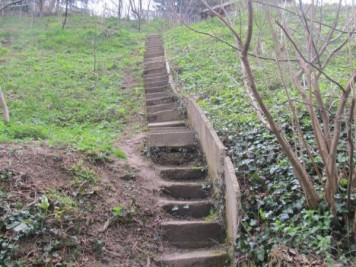 Ove stepenice vode do njihove kuće