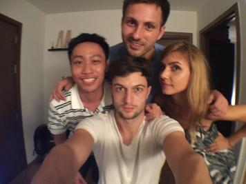 Marko, Boris i Majda sa drugarom sa Tajlanda, Armom