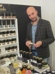 Albin ima i Udruženje građana Hvala koje se bavi očuvanjem tradicionalne recepture, izradom prirodne kozmetike i očuvanjem prirodne sredine