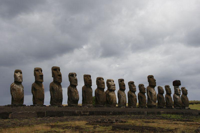 Uskrsnje ostrvo-kameni kipovi_800x533