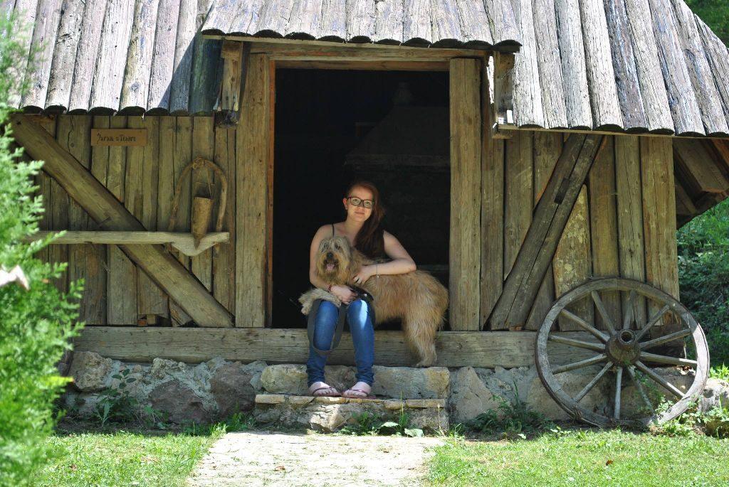 Klara sa psom Flakom_1024x685