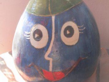 Logo Šljivka – šljivu koja nosi šajkaču, po Radišinoj ideji, osmislila je Miloševa devojka